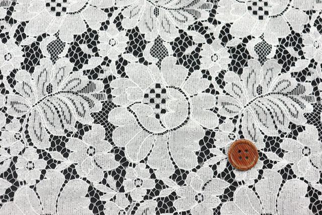 両側スカラップのラッセルレース生地(ニット生地ではありません) 花柄 オフ白 【50cm単位】(la664)