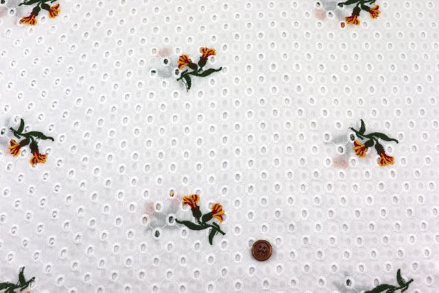 コットンレースの刺しゅう生地 (ニット生地ではありません) 白地 花の刺しゅう柄 【50cm単位】 (la709)