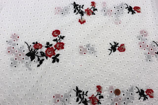 コットンレースの刺しゅう生地 (ニット生地ではありません) 白地 花のラメ入り刺しゅう柄 【50cm単位】 (la713)