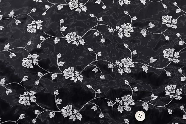 オーガンジー刺しゅうレース生地 蓄光性 (ニット生地ではありません) 白 【50cm単位】 (la721)