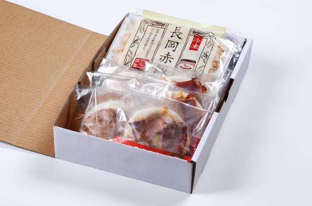 だんご屋PIZZA(みたらしベーコン味・りんごマスカルポーネ・煮菜チーズ)と長岡赤飯