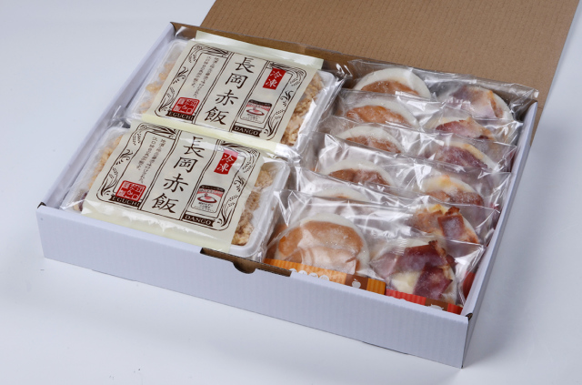 だんご屋PIZZA(みたらしベーコン味・煮菜チーズ)と長岡赤飯