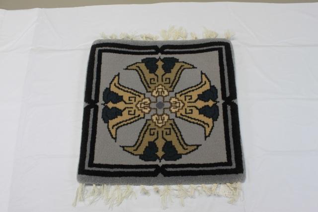 【大阪特殊織物工業】堺手織緞通 唐草十字紋
