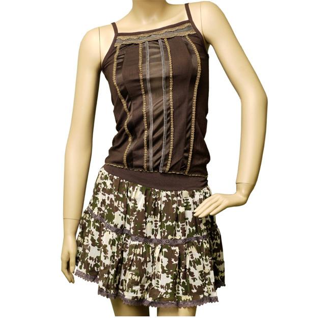 迷彩柄ミニスカートとキャミソールセットアップ