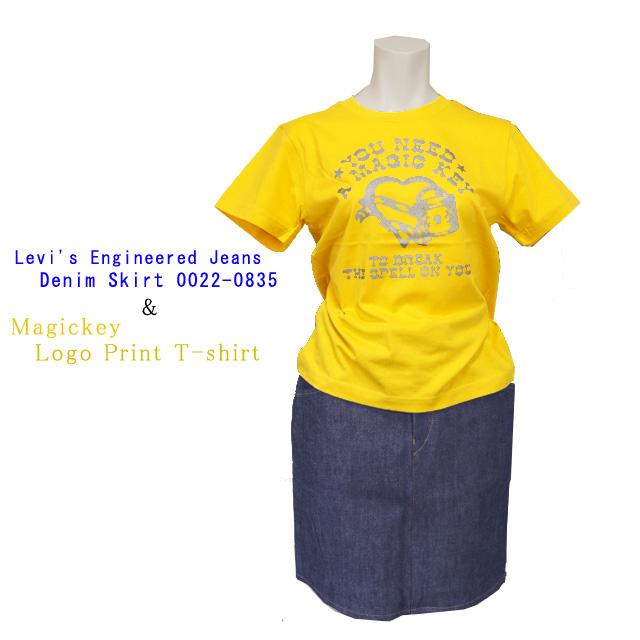 Levi'sデニムスカートとプリントTシャツ セットアップ