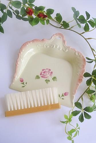 マニー ローズ陶器 ペタル ダストパン(ブラシ付き)