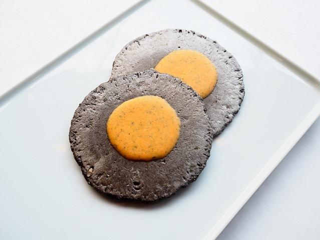 イカスミえびせんうにチーズ味(中身)