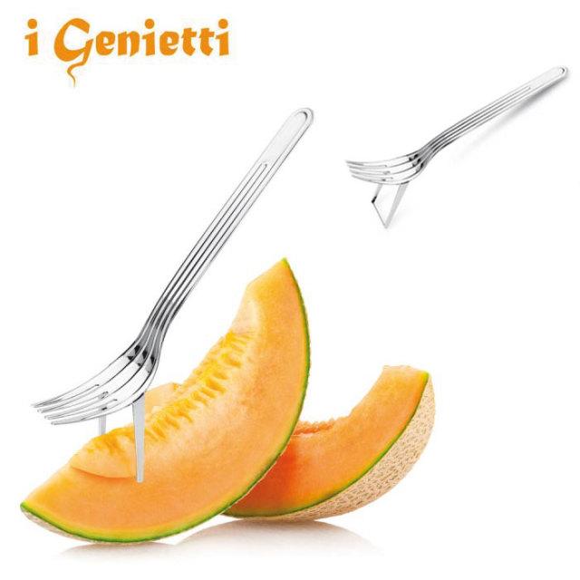 ナイフとフォークの役割を持ったメロンフォークです。ナイフの切るとフォークの刺すを併せ持つ変わった形のアイディアフォークです。