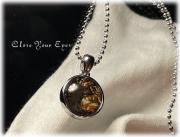 ケニア産 セリコパラサイト隕石のペンダント 01