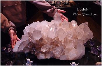 秘境ヒマラヤ・ラダック産 奇跡のBIG水晶クラスター