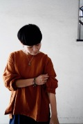 ARTE POVERA リネン染めギャザリングカフシャツ