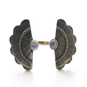 The2BANDITS/Concho Wing Cuff Silver, Moonstone