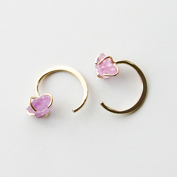 MELISSA JOY MANNING/Limited edition 14 karat yellow gold raw pink sapphire hug earring