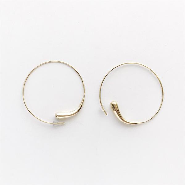 SOKO/dash hoops in gold