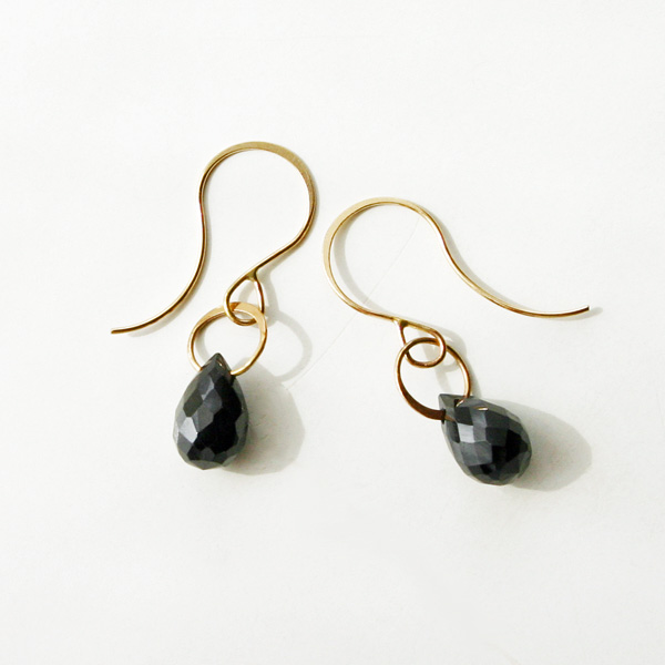 MELISSA JOY MANNING/14K gold earring with onyx drop