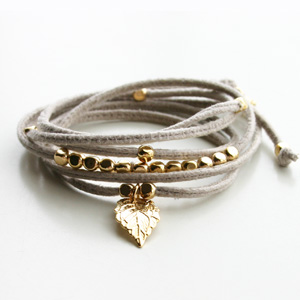 Gag et Lou/Suedine bracelet with mini charms gold plated Leaf/Grege