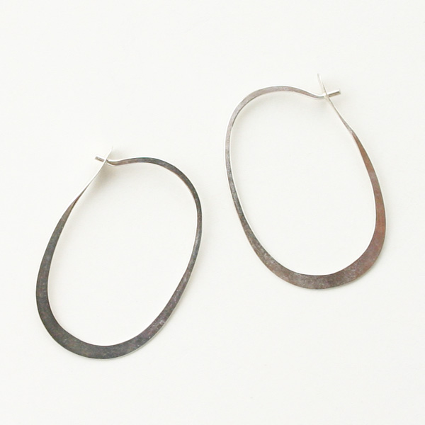 【再入荷】 MELISSA JOY MANNING/Large forged oval hoops silver