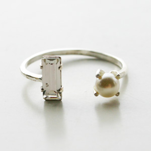 BING BANG NYC/FW15R08s Open Pearl Baguette Ring