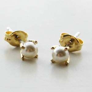 BING BANG NYC/FW15E05y Tiny Pearl Studs