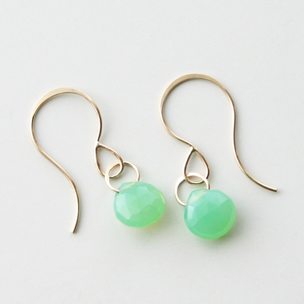 MELISSA JOY MANNING/14 karat yellow gold Chrysoprase single drop earring