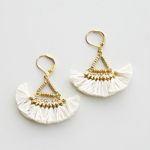 SHASHI NYC/Lilu Tassel Earring in Cream