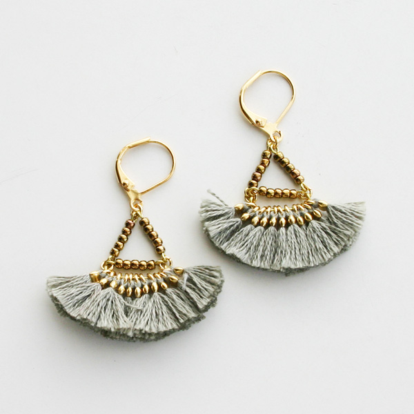 SHASHI NYC/Lilu Tassel Earring in Grey