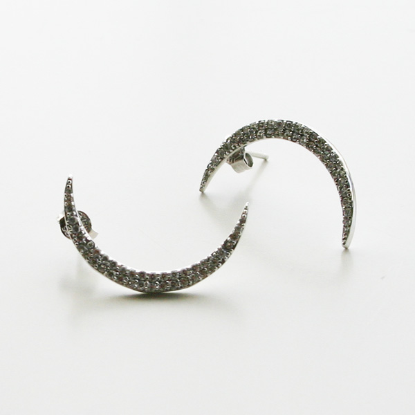 SHASHI NYC/Crescent Pave Earring in Silver
