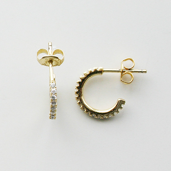 SHASHI NYC/Hoop Pave Small in Gold