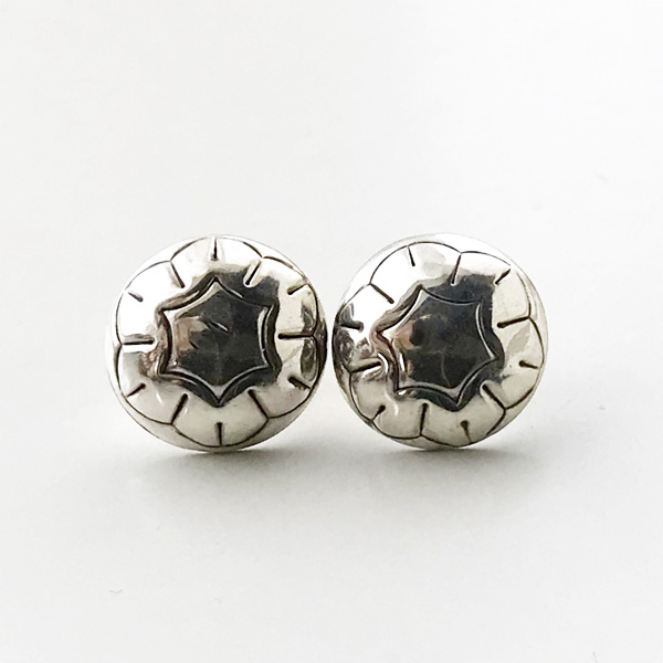 HARPO/BO04 Mini Concho Earrings in Silver
