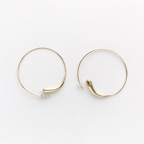 SOKO/dash hoops in gold