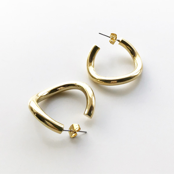 SOKO/contour hoops in gold
