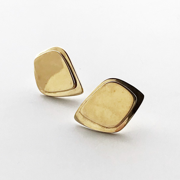 SOKO/makena stud earrings in gold