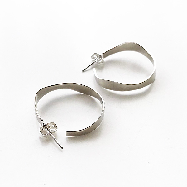 SOKO/pendo hoop - small in silver