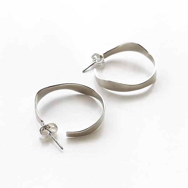 SOKO/pendo hoop - small in silver