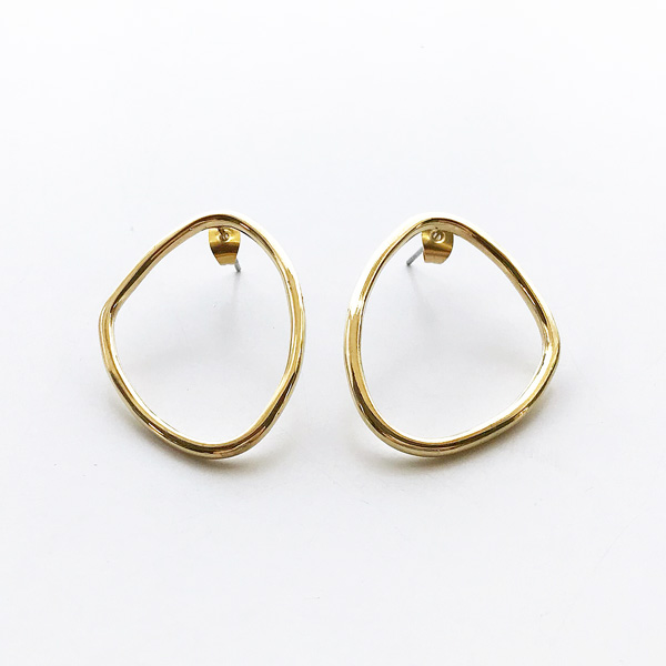 SOKO/petite sabi outline studs in gold