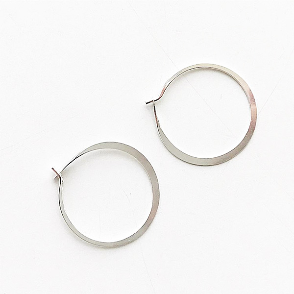 MELISSA JOY MANNING/ Medium forged round hoops silver