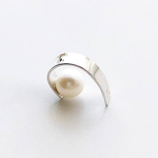 Saskia Diez/Stripe Pearl Earcuff 925 Ag Silver Fw Pearl Pearl silver pearl