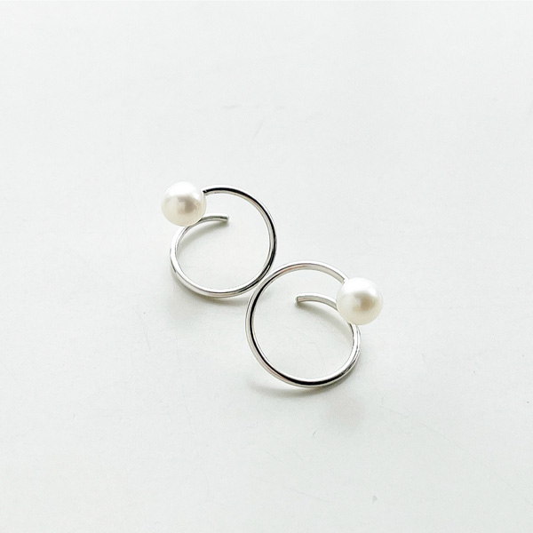 Wolf Circus/Pearl Swirl Studs/Sterling Silver,