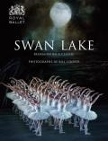 【特典付】英国ロイヤル・バレエ直輸入写真集 SWAN LAKE REIMAGINING A CLASSIC