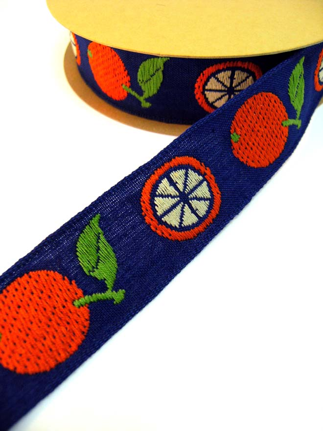 オレンジがデザインされたフルーティなフランスチロリアンリボン(2カラー)