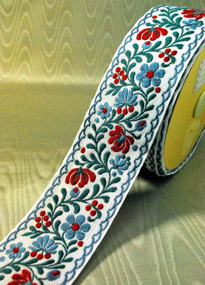 アラベスクのお花がとても可愛いリボンです(3カラー)
