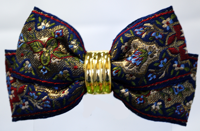 古典柄のフランス製リボンで作ったヘアバレッタです・ファミーユオリジナル