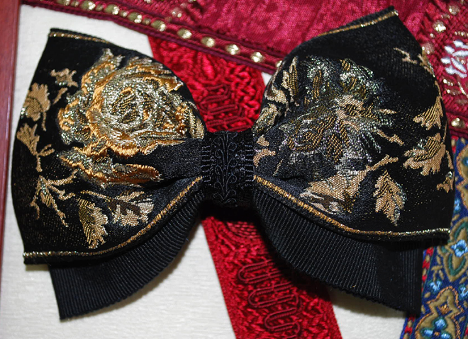 バラが素敵な高級フランス製リボンで作ったヘアバレッタです・ファミーユオリジナル