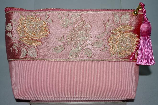 ピンクのバラのフランスリボンで作ったポーチです
