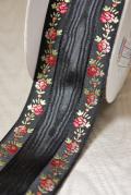 黒地と赤のお花のコントラストが素敵なフランスリボンです