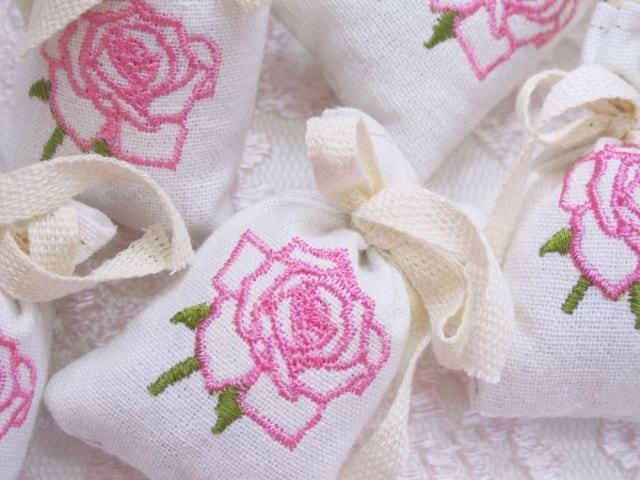 ふんわり薔薇の香りサシェ