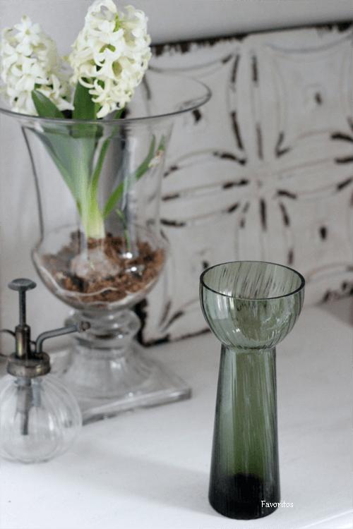 大人気! ミントグリーン・バルブベース~球根栽培もできる花器です。