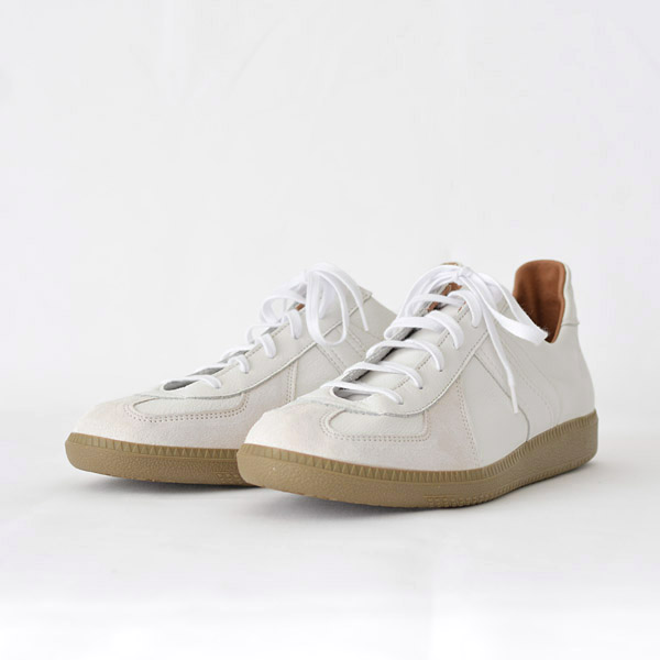REPRODUCTION OF FOUND - German Trainer - White