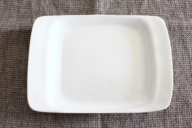 井山三希子×倉敷意匠計画室「YASUMI」手付きプレートM/白
