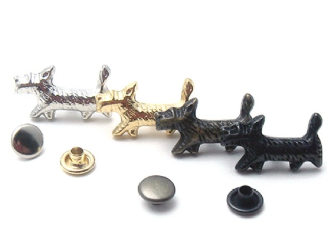 飾りカシメ 犬 U11130 横のサイズ18ミリ。シルバー、ゴールド、アンティーク、ブラックがあります。